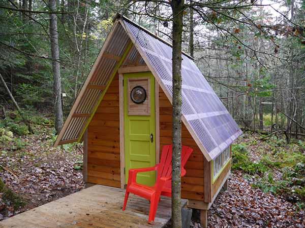 Diseño de casa pequeña para recreación en el jardín
