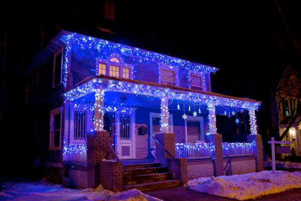 5 fachadas de casas con decoraci n navide a - Casas decoradas en navidad ...
