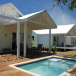 Plano de casa para descanso que incluye piscina