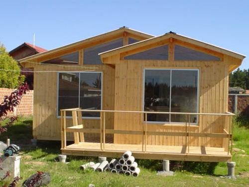 Planos de casa de madera con 3 dormitorios y 63m2 for Disenos y planos de casas prefabricadas